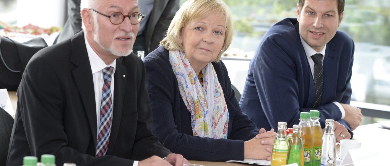 Rektor Elmar Weiler, NRW-Ministerpräsidentin Hannelore Kraft und Oberbürgermeisterkandidat Thomas Eiskirch