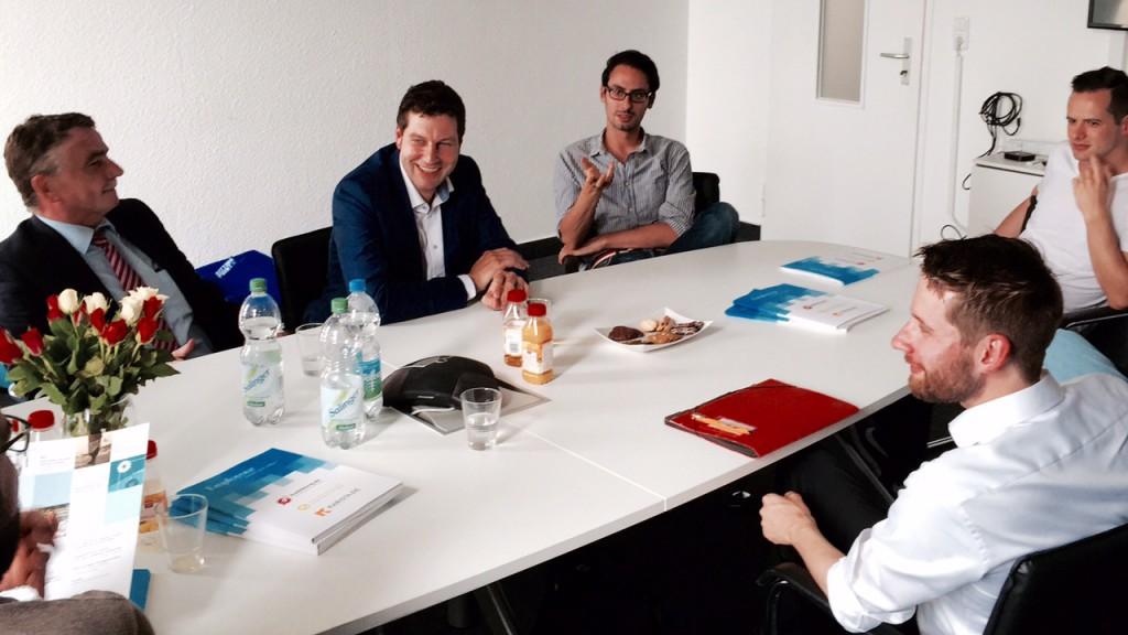 Mike Groschek in Bochum zu Besuch bei Start-ups (2)