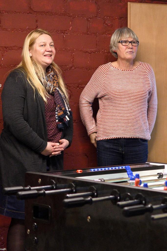Oberbürgermeister Thomas Eiskirch besucht am 31.12.2017 das Haus Overdyck in Bochum und dankt Helfern wie Andrea Görke und Petra Hiller für ihre Einsatzbereitschaft in der Silvesternacht. +++ Foto: Lutz Leitmann / Stadt Bochum