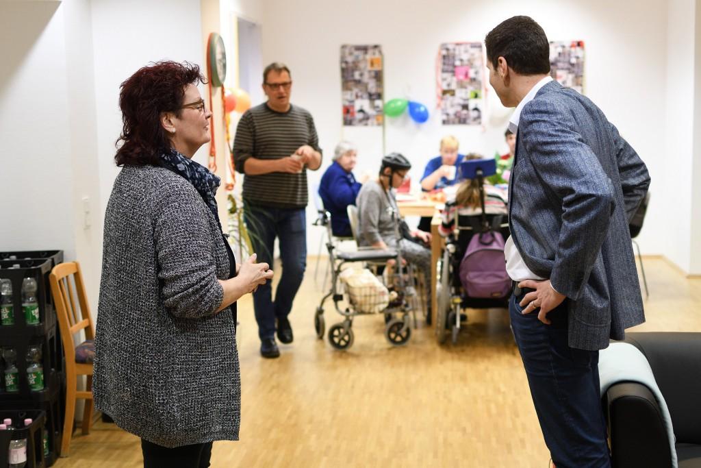 Oberbürgermeister Thomas Eiskirch besucht am 31.12.2017 die Lebenshilfe in Bochum und dankt Helfern für ihre Einsatzbereitschaft in der Silvesternacht. +++ Foto: Lutz Leitmann / Stadt Bochum
