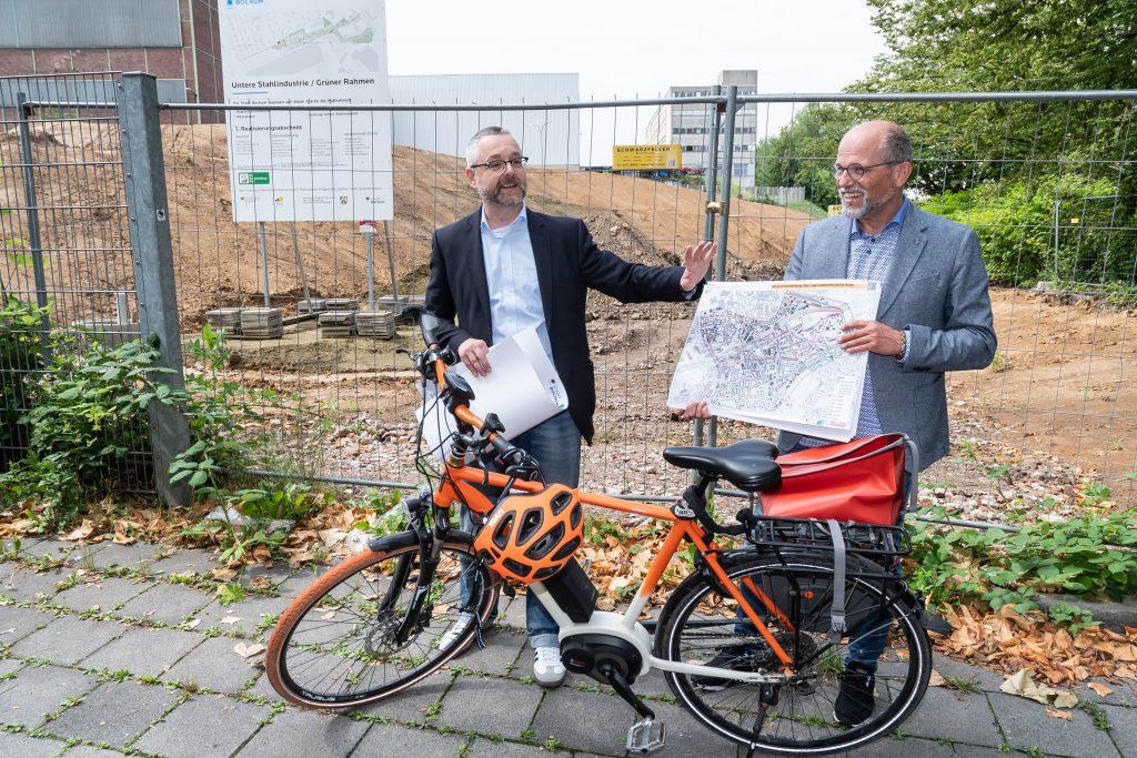 Stadtbaurat Dr. Markus Bradtke (l.) und Christoph Matten, Leiter der Abteilung Straßen im Tiefbauamt