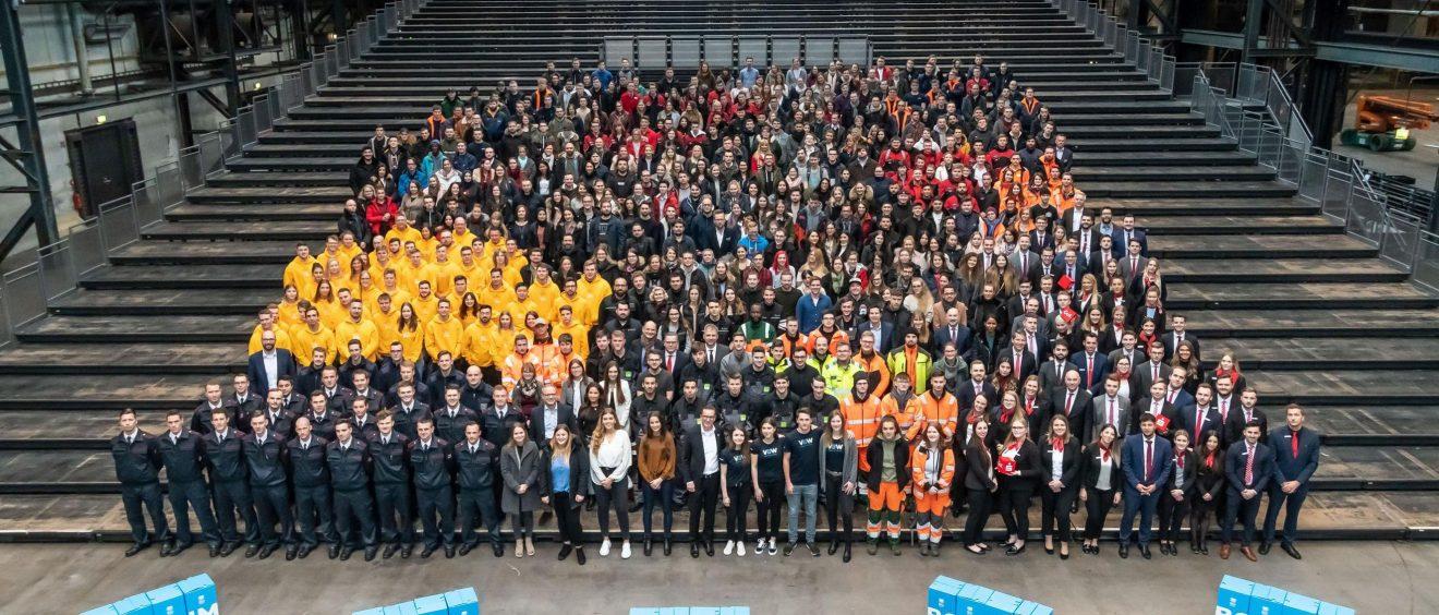 Zum außergewöhnlichen Gruppenfoto kamen rund 650 Menschen.