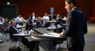 Oberbürgermeister Thomas Eiskirch wurde bei der konstituierenden Sitzung des Rats in sein Amt eingeführt. Foto: Lutz Leitmann/Stadt Bochum